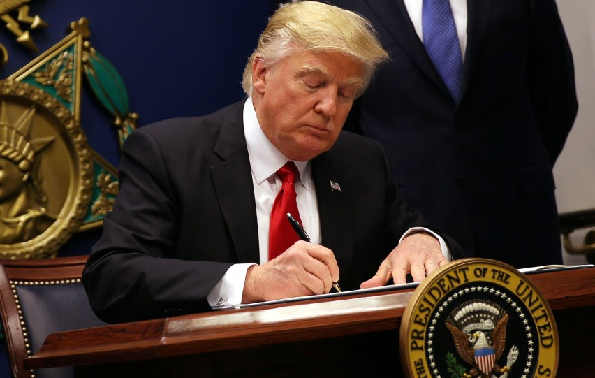 14 نهاد و شخصیت ایرانی از سوی آمریکا وارد فهرست تحریم شدند ترامپ تعلیق تحریمهای ایران را تمدید کرد