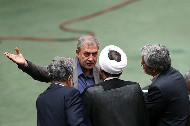عیدی نمایندگان مجلس به دولت ربیعی ناپلئونی وزیر ماند